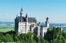 德国新天鹅堡,谁还不是个小公举了  德国这个新天鹅堡据说是迪士尼片头那个城堡logo的原型,也不知道