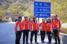 他们是一群平均年龄65岁的年轻人,一身红装,一辆自行车,他们酷爱骑行,酷爱摄影,用超出常人的毅力和永