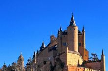 西班牙塞哥维亚必到打卡圣地‖阿尔卡萨尔城堡  推荐理由  阿尔卡萨尔城堡位于西班牙马德里市西北部城市