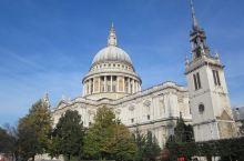 圣保罗大教堂,典型的欧洲哥特式教堂,满是大英帝国殖民的印记有木有。教堂很雄伟,古老的石头建筑与周围的