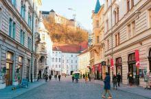 四面环山的卢布尔雅娜,是斯洛文尼亚的首都,也是欧洲最适宜居住的首都之一。 它有着不输瑞士的风光 堪比