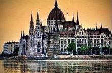 中东欧履痕十二、迷人的布达佩斯之夜  布达佩斯是欧洲三大值得再来一次的城市。 布达佩斯的夜,美艳、靓