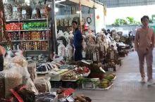 农产品农贸市场,热闹哄哄的。