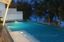 长滩岛酒店的无边泳池 外面就是海滩 吹着风真的不要太惬意! 度假就该如此