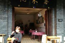 悦来客在罗城古镇船行街上的一家普通川菜家常菜馆子。对于外地到罗城古镇旅友来说,什么样的川菜都是美味,