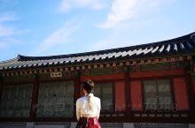 景福宫逢周二闭馆,不要扑空哦,门口有很多租韩服的点儿,非常专业,编发服饰加小包,拍照很棒
