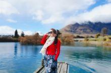 新西兰皇后镇,希尔顿酒店外,随便拍拍,朋友们都说是大片,宁静纯洁的雪山,清澈透亮的湖泊,晨曦中盛开的