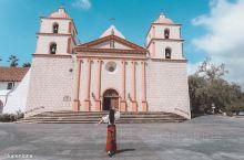 浓浓的西班牙风教会,有点好看耶~  开车驶入圣巴巴拉的时候,就能明显的感觉到这个一号公路最后一个小镇