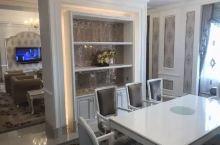 湛江华和国际酒店成立于2016年7月1日,是由广东华和集团精心打造的一间五星级酒店,酒店位于湛江开发