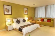 酒店房间真的好大,而且价格实惠,酒店是新装修的,前台服务也好!一百多能住这种档次的酒店值了,强烈推荐
