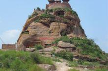 位于陕西志丹县的永宁山古寨俗称永宁古寨,当今也有人把它比作小华山,可想而知它的艰险。整个古寨就建在一