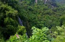 古龙山大峡谷,峡谷幽深,瀑布壮美,玩法很多:峡谷观光徒步游,三峡二洞经典漂,快乐激情漂等。最好玩的是