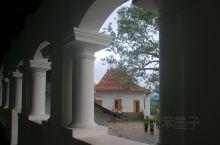 Dambulla CaveTemple丹布勒石窟,位于斯里兰卡岛的中部。建于公元前1世纪,迄今已有两