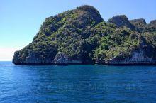 皮皮岛的玛雅湾是一处景色非常迷人的海湾,这里有许多的群岛组成,海水非常的清澈。玛雅湾也是潜水的好地方