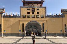 """陕州地坑院 三门峡最奇特的村落,""""见树不见村,进村不见房,闻声不见人!""""这就是陕州地坑院的真实写照。"""