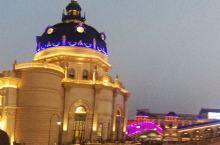 海澜飞马水城的白天与黑夜美景