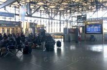 渥太华的火车站 很小 没有我们的繁华和喧嚣    但充满着人文气息