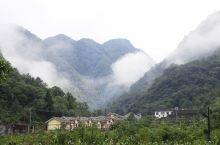 五峰土家族自治县隶属湖北省宜昌市,位于湖北省西南部,邻近长江干流和湖南省。其境东邻宜都市和松滋市,南