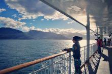 经过一天一夜的颠簸,终于穿过了风高浪急的德雷克海峡,进入了智利和阿根廷海域,驶入比格海峡,经过了南美