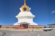 香格里拉和谐塔中塔:免费。进到里面让我想起了泰国的四面佛。建筑神圣、庄严,门口有义务讲解员。塔高10