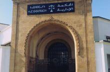 哈布斯地区是卡萨布兰卡的老城区,也是这个城市最美丽的地方之一,这里有摩洛哥最大的商业拱廊,最大的伊斯
