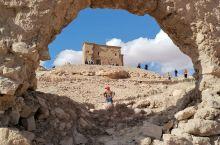 柏柏族的村落,依山而建,山顶是粮仓。此地是诸多电影取景地,包括〈埃及艳后〉和〈阿伯的劳伦斯〉等。