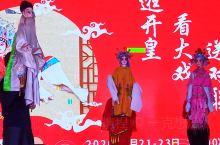秦腔木偶  国际友人看木偶,听秦腔,兴致超好,再配上对联,泥塑,绝对原汁原味的文化大餐。以前不了解传