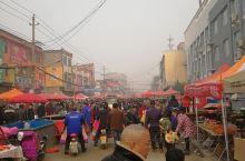 豫北农村 年货大街 很热闹 好久不回家赶年集了 今天算是带孩子体验一把 过节的气氛还是这里最。浓厚