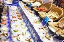 淄博最网红的海鲜自助——丰卓会,这里你可以吃到你所想吃的任何海鲜大餐,价格是269一位,海参,鲍鱼,