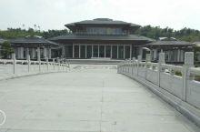 惠能广场,充满禅意韵味的新唐风建筑  惠能广场位于广东省新兴县新城镇,由上海世博会中国馆总设