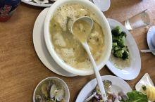 荣隆海鲜是兰卡威一家性价比很高的海鲜餐厅,这里的海鲜采用传统的制作方法,保持着海鲜原本的鲜味,非常的