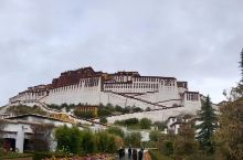 都说去西藏要在春天或者夏天,可当我在冲动和激情的驱使下勇敢的踏上行程时已经10月的深秋。从飞机上看到