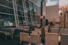 如何在胡志明机场,优雅应对2点起飞的红眼航班 机场介绍: 胡志明国际机场是越南最大的国际机场,因我们