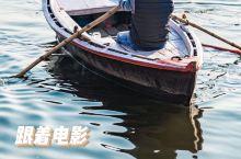 跟着电影《巴哈旺大饭店》来看看真实的恒河  《巴哈旺大饭店》这部电影堪称恒河中的钻石,在那金沙漂浮的