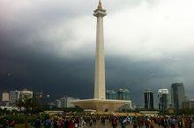 """雅加达是印尼首都,同时也是东南亚最大的城市。《孤独星球》在描述这座城市时,如此写道:""""从情感上来说,"""
