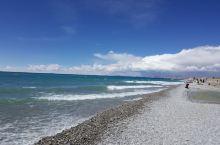纳木错,位于西藏自治区中部,是西藏第二大湖泊,也是中国第三大的咸水湖。湖面海拔4718米,形状近似长
