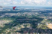里约热内卢简称里约,曾经是巴西首都,同时也是巴西及南美经济最发达的地区之一,里约热内卢基督像是该市的