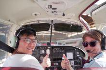 新西兰开飞机!  听说这个项目非常值得体验,于是就定了。有教练在旁边指导,很安全,老公第一次开飞机,