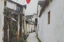 古镇的老街连接着这里的过去与现在,有着今日的繁华也有着过去的故事漫步老街,只是安静地走来走去,去看看