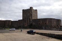 卡里克弗格斯城堡之一。英国北爱尔兰的卡里克弗格斯城堡是一个由诺曼底人修建的城堡。它坐落于安特里姆郡贝