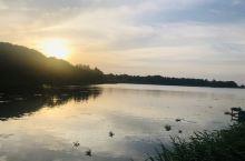 一个小时的车程,在淀山湖附近遇见了最美夕阳~ 想来也是好久没有这么放松的周末了! 就想静静地待在这里