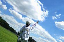 悄悄的我走了, 正如我悄悄的来, 我挥一挥衣袖, 不带走一片云彩。