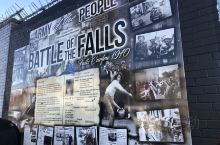 专程去看贝尔法斯特的英爱和平墙,墙面上写上了各种各样的字符和图像,体会一下今天和平的可贵