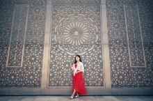 哈桑二世清真寺 世界第三大清真寺,但规模第一第二的沙特阿拉伯麦加和麦地那清真寺,是游客参观不到的。