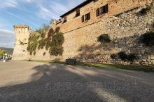 一个小镇,同样是意大利的世界文化遗产,在佛罗伦萨与锡耶纳之间!以各种高塔而著名,原本用于防盗、防匪患