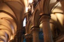坎特伯雷大教堂,英国宗教的重要教堂,值得一看,英国为故去的王侯将相雕塑的各类雕像,很精致