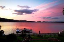 lomond湖,粉色的清晨,少女的心。  lomond湖距离爱丁堡大约1.5~2小时车程,是前往天空