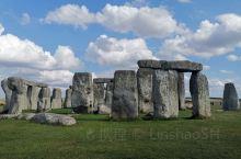 Stonehenge巨石阵是英国有特色的经典之一,需要看一下的同时,聆听一下关于它的介绍和故事,考古