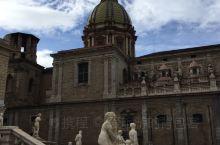 因为我在巴勒莫住的地方就在这个喷泉边上,所以,对这个喷泉广场很熟悉。这个有三层,运气好的时候,可以直
