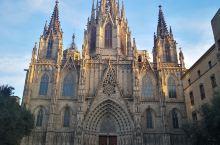 巴塞罗那主座教堂,也叫圣埃乌拉利亚大教堂,经典哥特式大教堂,巴塞罗那守护神圣埃乌拉利亚骸骨葬在地坛